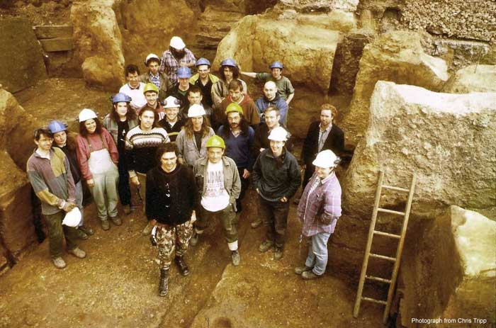 7 11 Bishopsgate group photo of archaeological team