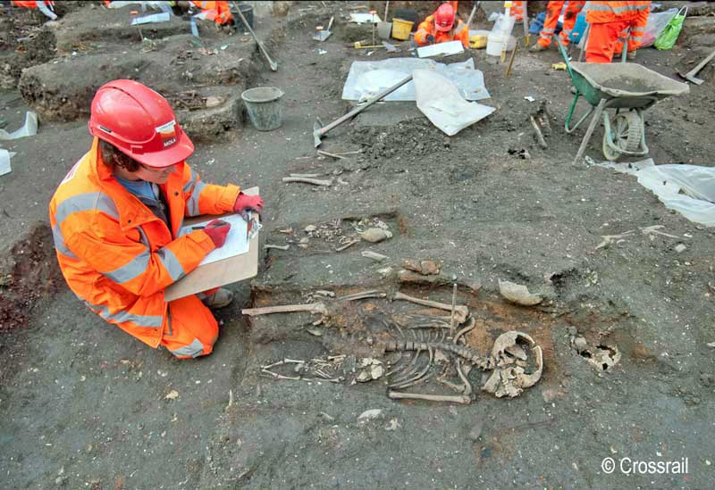 Archaeologist Lorna Webb on the Bedlam burial ground excavation (XSM10) © Crossrail